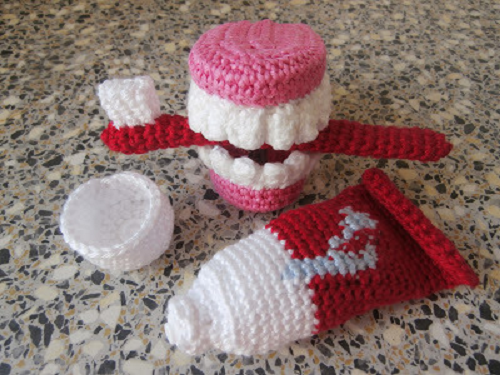http://makezine.com/craft/crocheted-toothbrush-set-and-false-teeth/?utm_source=twitterfeed&utm_medium=twitter